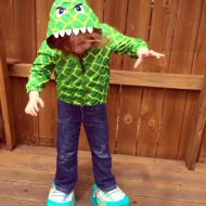 Dinosaur Activities for Preschoolers – DIY Dinosaur Feet Stilts