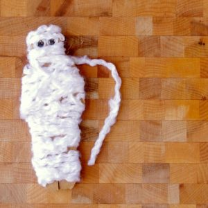 Yarn Wrap Mummies – Easy Halloween Crafts for Kids