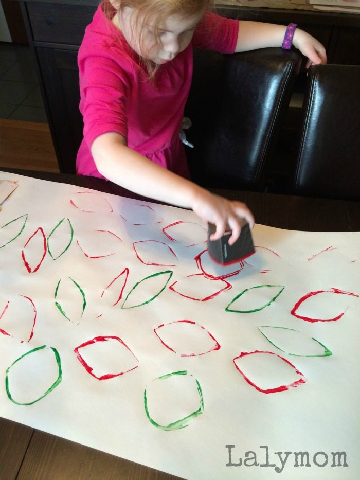Use a coffee sleeve to stamp patterns on paper - makes awesome gift wrap and great for kids. Fine motor skills practice by squeezing the sleeve to alter the shape.
