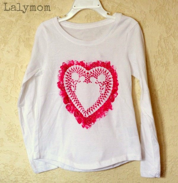 Doily Heart T-Shirt for Valentine's Day - Get quick tips and tricks to make your own!