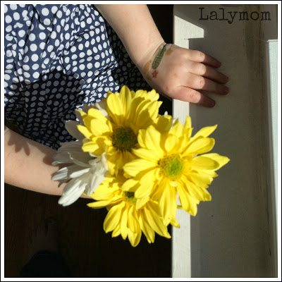 Bouquet Making for Kids: 10 Easy Fine Motor Skills Using Flowers from Lalymom #FineMotor