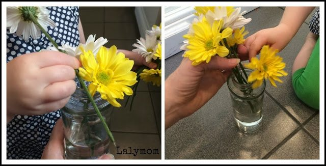 Vase Placing: 10 Fine Motor Skills activities for Preschoolers Using Fresh Flowers from Lalymom #FineMotor