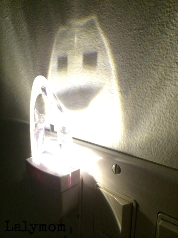 Ghost Night Light - 20+ Easy DIY Halloween Decorations on Lalymom.com - So quick and easy, perfect last minute ideas!