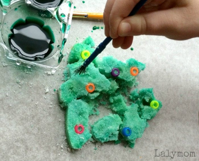 Christmas Activities for Kids Using Colored Salt on Lalymom.com