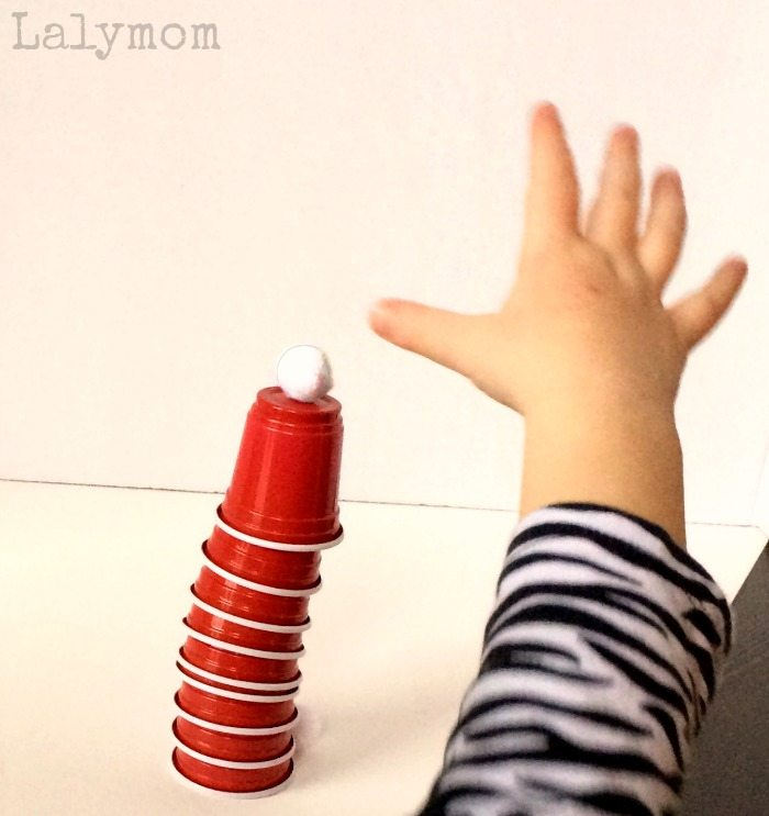 Santa Hats Cup Stacking Game - Christmas games for kids on Lalymom