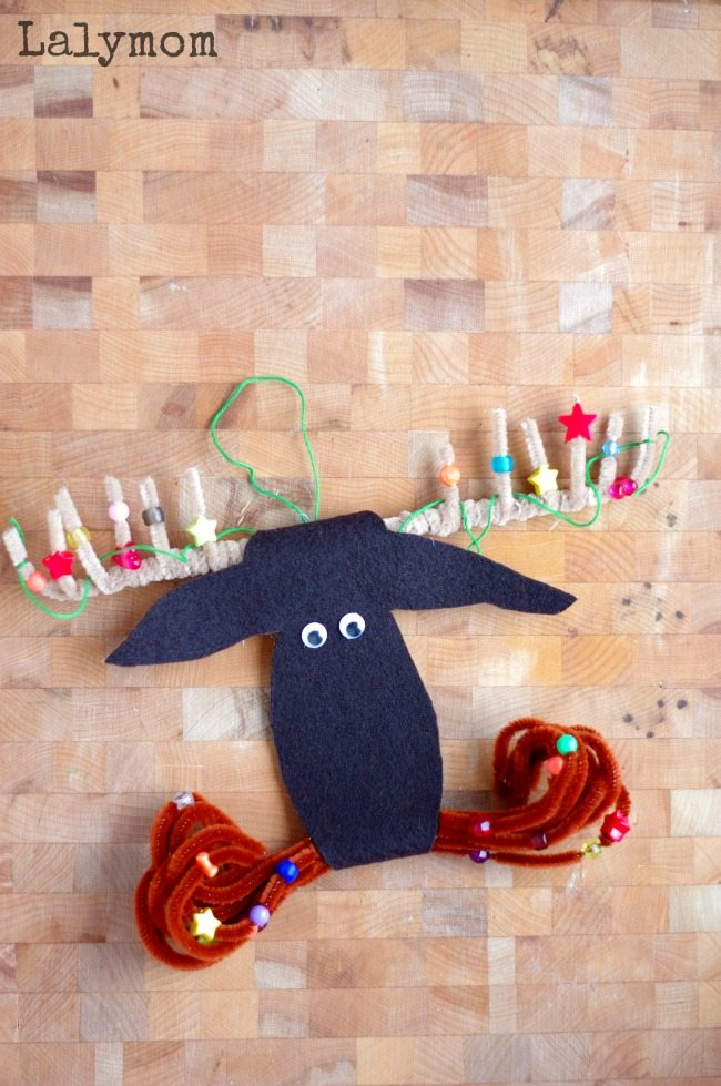 Adorable DIY Felt Christmas Ornament to Make with your kids when you read Mooseltoe